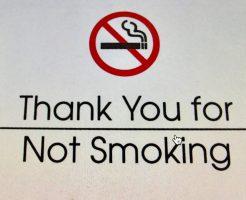 「ワイキキの喫煙所」喫煙所以外はタバコも電子タバコも禁止!21歳未満は持つのもダメよ!