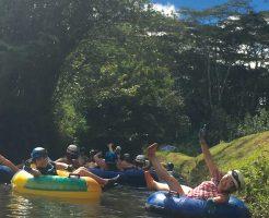 カウアイ島の楽しいアクティビティ・ツアーは『浮き輪ライディング』